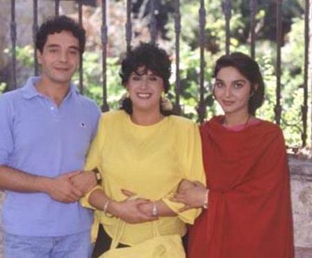 PERİHAN ABLA'NIN KARDEŞİ ERKEN VEDA ETTİ  Erol Durak, 1980'lerde sinema ve tiyatronun yükselen yıldızlarından biriydi... Ama milyonlarca TV izleyicisi onu Türk TV tarihinin en sevilen dizilerinden biri olan Perihan Abla ile tanımıştı.