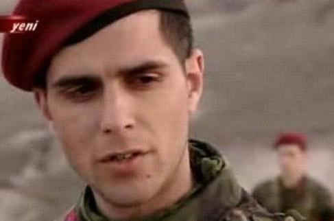 Kamyonetteki genç adamın hayatını kaybettiği anlaşıldıb Ancak üzerinde kimliği yoktu... Yapılan araştırma sonucunda ölen kişinin Köprü adlı dizide rol alan Abdül Keskin olduğu ortaya çıktı.