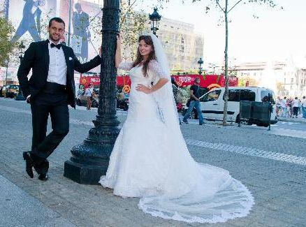 Karahan'ın evlendiği Erdinç Bekiroğlu, spor eğitmeni.
