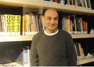 Fatmagül'ün Suçu Ne dizisinin Münir karakterini oynayan Murat Daltaban'ın eşi de tiyatro kökenli.