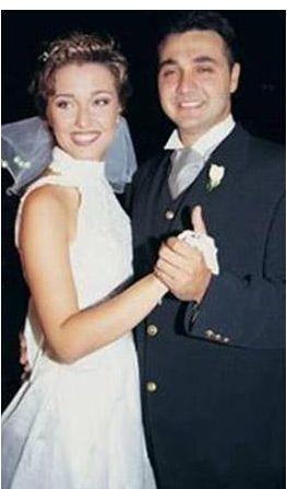 Berna Laçin çocukluk aşkı Tolga Eşiz ile evli.