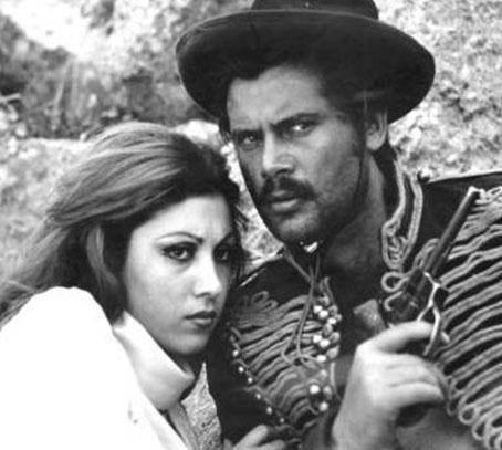 Bir çok filmde rol alan Çehre, genellikle vamp kadınları oynuyordu filmlerinde.