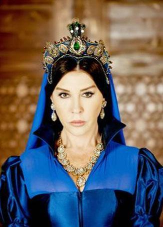 Şimdi de Muhteşem Yüzyıl'da Valide Sultan olarak ekrana geliyor.