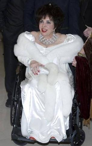 Elizabeth Taylor yedi kez evlenip boşandı.