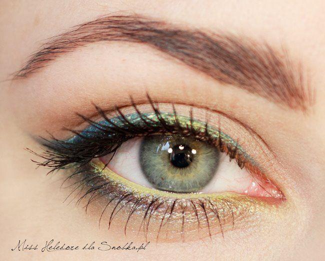 Bu canlı ve parlak göz makyajını evde kendiniz de yapabilirsiniz. Yapmanız gereken adım adım fotoğrafları takip etmek...