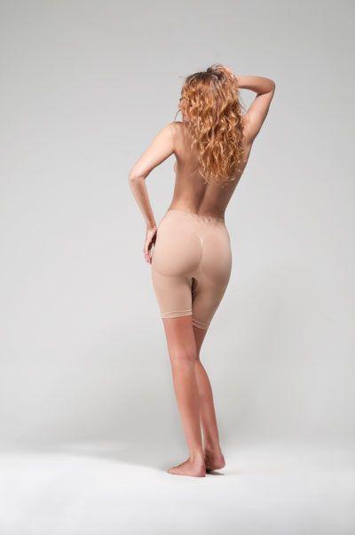 Şekillendirici kısa tayt  -Giyildiği anda sorunlu kalça ve üst bacak bölgesindeki fazlalıkları dağıtır.  -28 günde gözle görülür bir incelme ve sıkılaşma sağlar.  -Sarkmaları toparlar ve bölgesel destek sağlar.  -Dikişsiz olduğundan hem spor hem şık giysilerin altında kullanılabilir.  -Rahatlıkla giyilir ve varlığını hissettmezsiniz.  -Giysilerinize yapışmaz.  Detaylı bilgi edinmek ve satın almak için tıklayın!