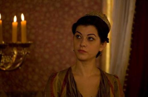 Filiz Ahmet'i seyirci Elveda Rumeli ile tanımıştı. Ardından bir sinema filmi ve bir dizide oynadı.