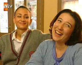 Devin Özgür Çınar ve Yasemin Conka da bu diziyle tanındılar.