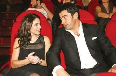 İmirzalıoğlu daha sonra da Alacakaranlık dizisinde kardeşini oynayan Zeynep Beşerler'e gönlünü kaptırdı..