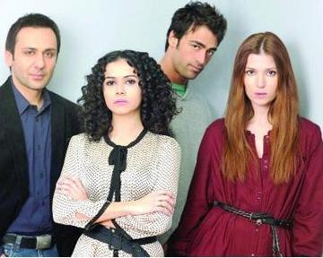 İşin ilginç yani Polat'ın eski sevgilisi Bereket ile sonraki sevgilisi Ergeç'in Kalp Ağrısı adlı dizide birlikte rol almaları oldu...