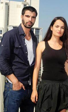 Demiratar,daha sonra da Adanalı dizisindeki rol arkadaşı Mehmet Akif Alakurt ile birliktelikyaşamaya başladı.