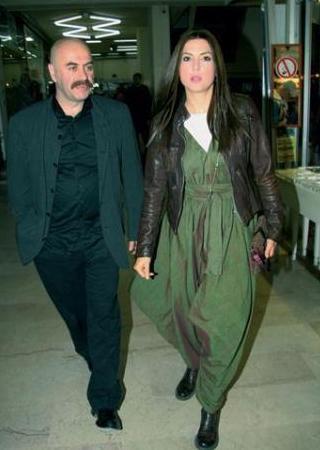 Şebnem Dönmez, 'Neredesin Firuze' filminin çekimlerinde tanıştığı yönetmen Ezel Akay'a gönlünü kaptırdı.
