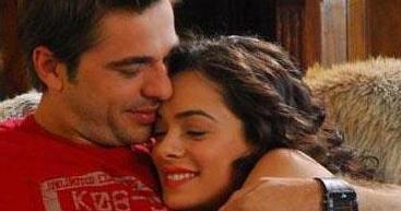 Engin Altan Düzyatan ile Özge Özpirinççi'nin Cesaretin Var mı Aşka dizisindeki aşkları gerçek hayata taşındı.