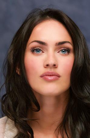 Dünyanın en güzel kadınlarından biri Megan Fox..