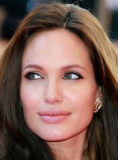 Angelina Jolie de kusursuz değil.