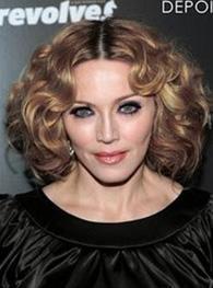En azından Madonna bazı meslektaşları gibi bu müdahaleleri saklamıyor.