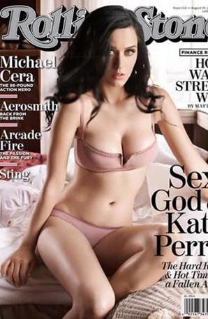 Katy Perry'nin kapak pozu nasıl da kusursuz değil mi.
