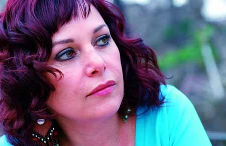 Şenay Gürler, İzmir doğumlu.