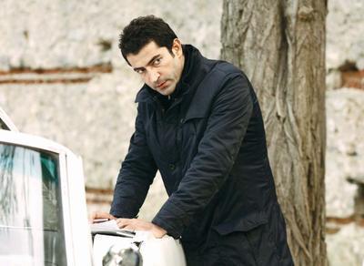 İmirzalıoğlu'nun soyu Soyu Akkoyunlu Uzun Hasan'a dayanıyor.