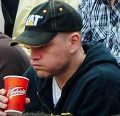 DiCaprio, yakın arkadaşı Matt Damon'ın Las Vegas'ta yasadışı bir kumar şebekesiyle bağlantısı olduğu iddia edilmişti bir dönem.