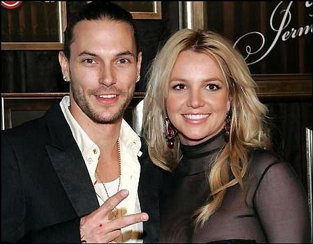 SEKS VİDEOSUNU SATIŞA ÇIKARDI  Ünlü şarkıcı Britney Spears da eşi Kevin Federline'dan boşanmak üzereyken hiç beklemediği bir darbe yemişti.