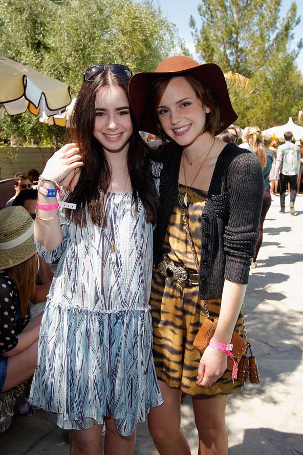 Lilly Collins ve Emma Watson