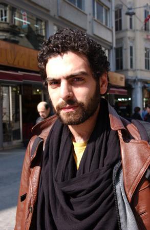 MEHMET ALİ NUROĞLU Uçurum dizisiyle ekranlara dönen Mehmet Ali Nuroğlu'nun fan sayısı 3 bin 223.