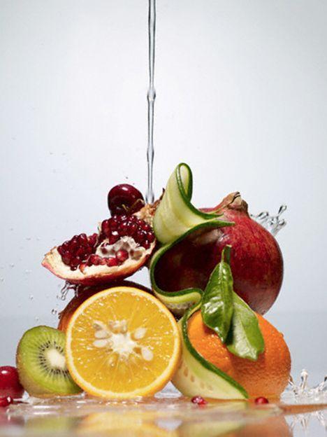 Meyve yemeyin  Yemeğin hemen üstüne yenilen meyve, midenizin hava ile dolmasına sebep oluyor. Meyveyi yemekten 1 saat önce veya yemekten 1-2 saat sonra yemeniz sağlığınız açısından daha faydalı olacaktır.