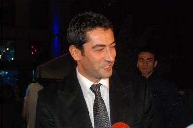 Kenan İmirzalıoğlu  Son olarak Ezel dizisi ile ekranlara gelen ve şu sıralar sinema filminin çekimlerine devam eden Kenan imirzalıoğlu'nun 3 bin 314 hayranı var.