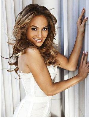 Magazin dünyasında J.Lo takma ismiyle tanınan Lopez'in bir başka lakabı da ünlü olmadan önceki yıllarından kalma. Şöhrete kavuşmadan önce bir spor salonunda dans dersleri veren sanatçıya öğrencileri vücut şeklinden esinlenerek Gitar (La Guitarra) diye çağırırdı.