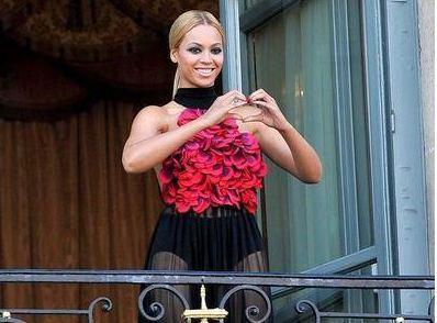 """Beyonce'yi yakın çevresindeki bazı kişiler JuJu diye çağırıyor. Ünlü sanatçının bir başka lakabı da """"bal arısı""""."""