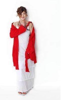 """Emel Müftüoğlu'nun en çok kullanılan lakaplarından biri Emoş. Bazıları onu """"kırmızı"""" ya da """"kızıl kafa"""" diye çağırıyor."""