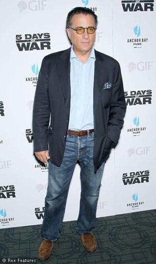 Andy Garcia, yapışık ikiziyle doğdu.