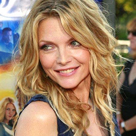 Holywood'un sevilen isimlerinden Michelle Pfeiffer, 'People Dergisi' tarafından 1990 yılında, 'Dünyanın en güzel insanları' listesinde ilk 50 içinde yeraldı.
