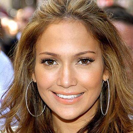 Oyuncu, aktris, dansçı, modacı gibi pekçok unvana sahip olan Jennifer Lopez'in cildi de kusurlu...