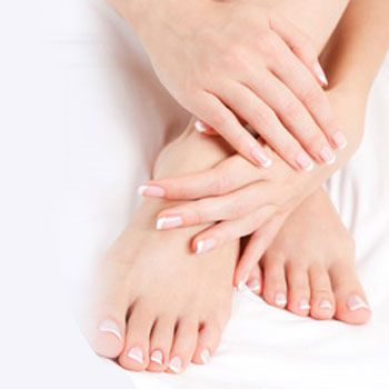 6-İlerleyen Yaş   Yaşın ilerlemesiyle birlikte deformite artıyor ve kaslar elastikiyetini kaybediyor. Hayatı boyunca hiç ayakkabı giymeyen birisinin dahi 60 yaşından sonra ayaklarında şekil bozukluğu oluşabiliyor.
