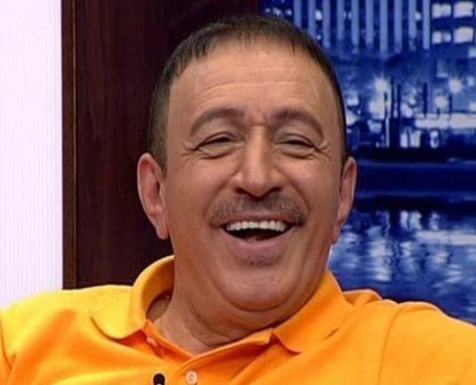 Mustafa Topaloğlu: Uzaylı türkücünün de başı dertteydi  Mustafa Topaloğlu da kumar tutkusundan bir türlü vazgeçemeyen ünlülerden. Topaloğlu bir kaç kez kumar operasyonlarında gözaltına alındı sonra serbest bırakıldı.  Kaynak: Sabah