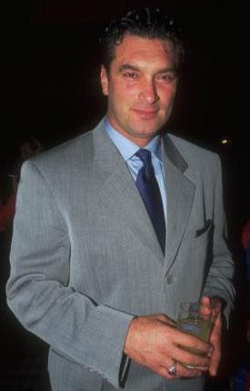 Tarık Tarcan, bir dönem televizyon ve sinemaya damgasını vuran ünlülerden biriydi.