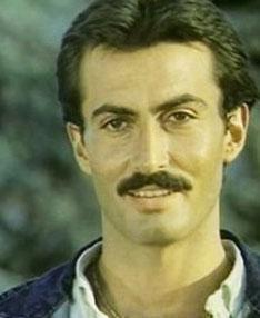 Faruk Peker de 1980'lerin ülü ve yakışıklı aktörlerinden biriydi.