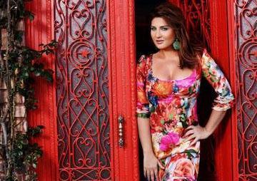Sesinin güzelliğiyle de dikkat çeken Can kısa bir süre önce yeni albümü Meşk'i çıkardı.