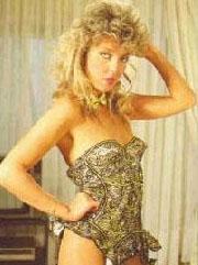 Arnavutköy Amerikan Kız Koleji mezunu olan Ahu Tuğba, 80'lerin en güzel yıldızlarından biri.