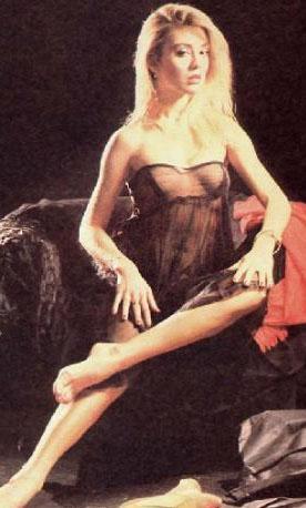 Türk sinemasının 'Bayan Popo' lakaplı ünlüsü Sevtap Parman kariyerine manken olarak başladı.