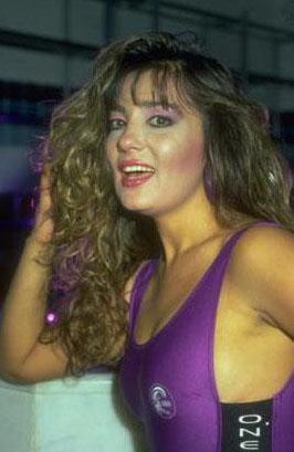 1991 yılına kadar onlarca filmde rol alan Öztan; gamzeleri ve bebeksi yüzüyle Yeşilçam'ın 80'li yıllarda sevilen yıldızlarından biriydi.