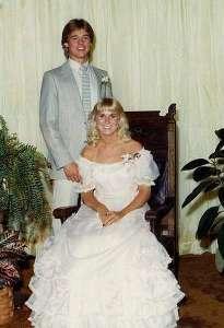 O zamanlar lisede okuyan Pitt genç kızla evlilik planları yapıyordu.