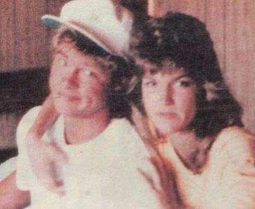 Pitt, 80'lerin ortasında Lorrie M ile birlikteydi.