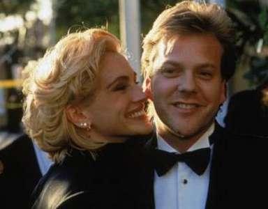 Julia Roberts, 1990 yılında 22 yaşındaydı ve genç aktör Kiefer Sutherland ile flört ediyordu.