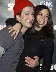 The OC dizisinin iki sevimli yıldızı Adam Brody ile Rachel Bilson uzun süre aşk yaşadı.