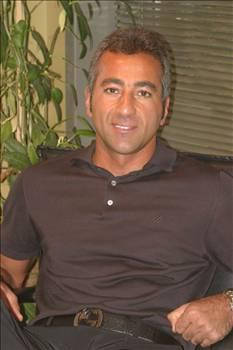 ALİ GÜVEN-HÜLYA AVŞAR  Ali Güven'i spor camiası dışında kimse tanımazdı.