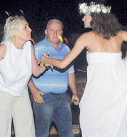 Ulusoy o gün nikah defterine imzayı attı ama çift bir kaç gün sonra boşandı.