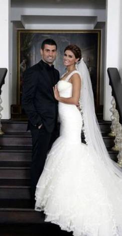 Milli futbolcunun düğününde gerginlik!  Fenerbahçe ve milli takımın kalecisi Volkan Demirel, Belçika güzeli unvanını da taşıyan Zeynep Sever ile Eylül ayında evlendi... Ama bu görkemli törene bir gerginliğin gölgesi düştü.